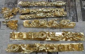 仏壇製作--金箔押し--