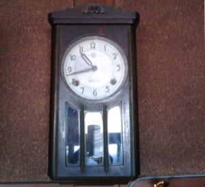 ねじ巻き式の時計