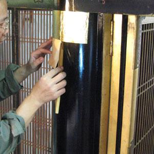 本堂柱の金箔押