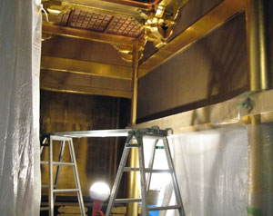 金箔押柱の掃除